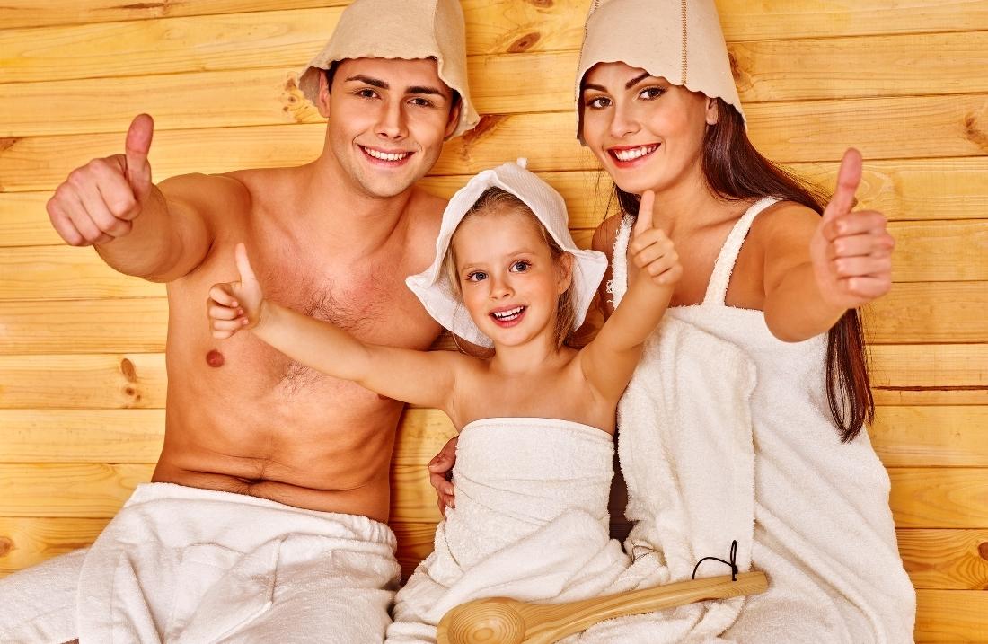 Родители детьми в бане фото